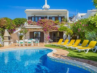 Olhos de Agua Villa Sleeps 6 with Pool Air Con and WiFi - 5238924