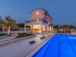 Stunning home in Vodnjan w/ Outdoor swimming pool, Sauna and 7 Bedrooms
