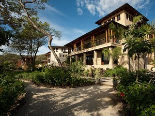 Beachfront 6 BR w Guest House for Social Vacations
