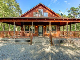 Private secluded log cabin, Robin's Nest Cabin