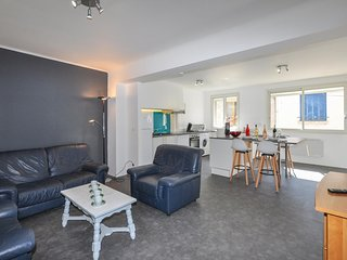 Awesome apartment in Vinca w/ 2 Bedrooms (FLP171)