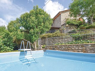 Nice home in Pieve Santo Stefano w/ Outdoor swimming pool and 4 Bedrooms (ITA044