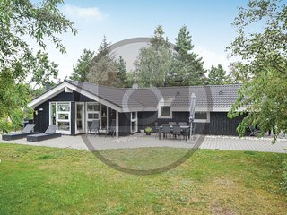 Amazing home in Blåvand w/ Sauna and 4 Bedrooms