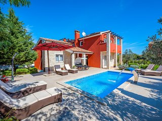 Beautiful home in Bratulici w/ Outdoor swimming pool, Sauna and 3 Bedrooms