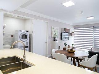 20 South - Elegant Business Residence