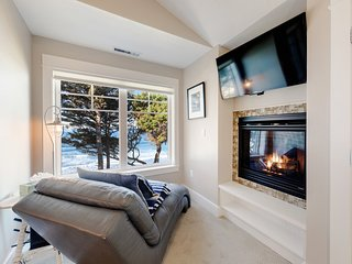 Oceanfront townhouse w/ private hot tub, firepit, views & beach access!