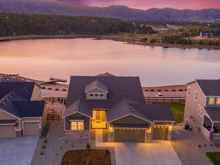 *Grand Opening* Brand New Lakefront Luxury Home, 3 Kings!, Hot Tub, AC, Paddle B