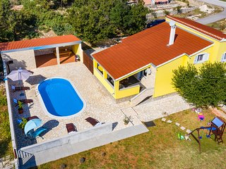 Awesome home in Vinjerac w/ Outdoor swimming pool and 4 Bedrooms (CDA640)