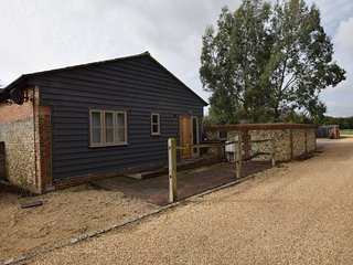 77402 Barn situated in Chichester (4mls E)