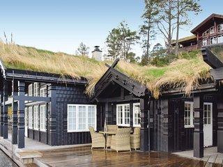 Nice home in Norheimsund w/ Jacuzzi, Sauna and WiFi (N19445)