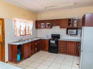 Central comfortable 5 br guesthouse in Ezulwini