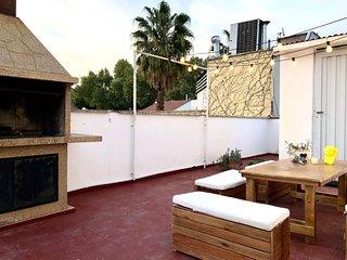 Triplex con terraza y parrilla a pasos de Aristides Villanueva!