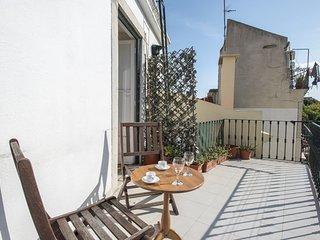 Social distancing for 4 w/ terrace in Alfama