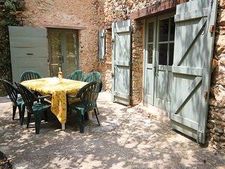 Le Jas, 4/6 personnes, piscine partagée; nature, calme et espace en Provence.
