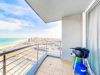 Ocean view condo with balcony, shared rooftop  pool, free Wifi & walk to beach