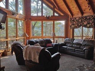 High Horse-Views, Fireplace, Hot Tub, Pet-Friendly