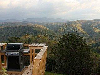 Palomar - Romantic Log Cabin w/Panoramic View, WiFi, Hot Tub, Trails