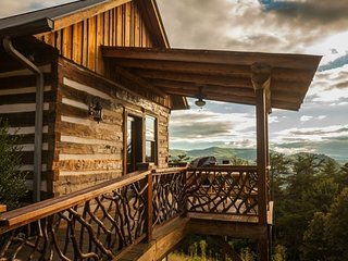 Eagles Nest-Mountaintop Log Home,HotTub,Pool Table