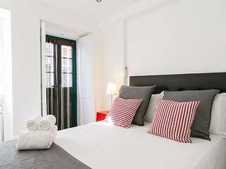 ALTIDO Cosy 1-bed flat w/balcony in Alfama, moments from the Port