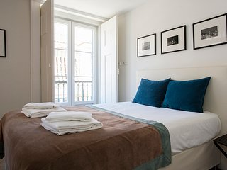 Monthly discount! 3BR Apt, perfect for family/group, w/ view, in Baixa