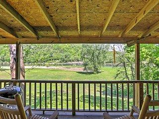 Quiet Dog-Friendly Cabin w/ Porch on White River!