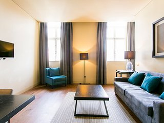 Self isolation in 1-bed flat w/ all amenities, moments from Baixa-Chiado