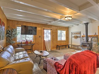 Idyllic Cabin w/ Hot Tub & Patio Near Squaw Valley
