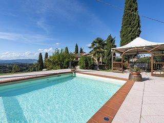 Villa Bella - Delightful farmhouse with pool near Volterra