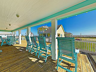 Sprawling 6BR w/ Wraparound Porch, Outdoor Bar & Gulf Views - Walk to  Beach