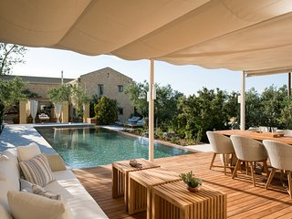 Luxury, stylish, relaxing, pool, 4 bedrooms