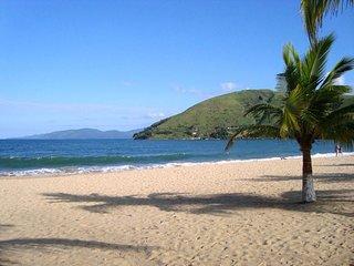Viaje com conforto e sem gastar muito! 5 minutos da praia e passeios de barco!