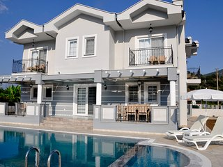 Villa Zambak 6 bedrooms all en suite sleeps 12 people