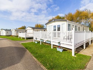 Stunning 6 berth caravan for hire at Manor park in Hunstanton Norfolk ref 23007K