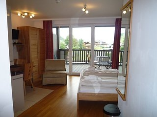 Studio Apartment Ian with ensuite Bathroom, Balcony, Free Parking & Fast Wi-Fi