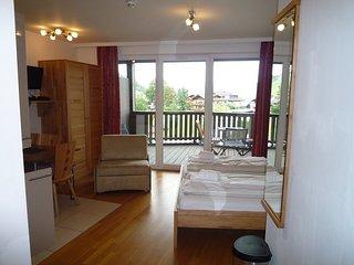 Studio Apartment Ian with ensuite Bathroom, Balcony, Free Parking & Fast Wi-Fi