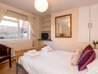 Righton one-bedroom studio serviced apartment in east oxford (oxdchsb)