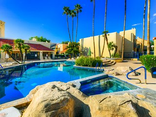 Cozy, dog-friendly Tucson condo with shared pool, hot tub, & gym!