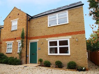 Righton three-bedroom serviced house in st. clement's (oxrpus3)