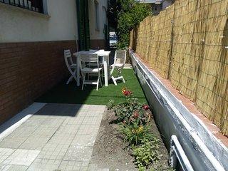 Spacious apt with garden & Wifi