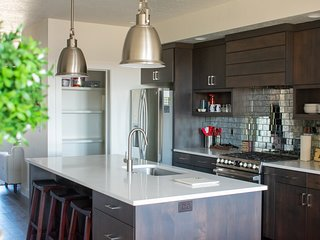 ♥Luxury Multi-Story Townhome♥