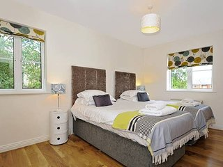 Righton two-bedroom serviced apartment in city centre (oxogrhc2)