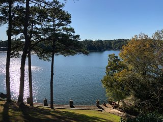 Lakehaven Hot Springs - gorgeous lake view condo