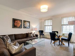 Two Bed Flat in Fashionable Chelsea