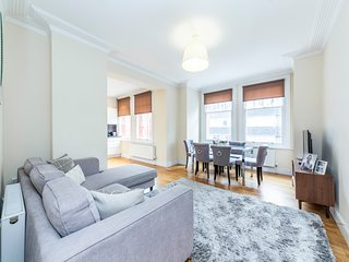 Bright 3 Bedroom Apartment in Hammersmith