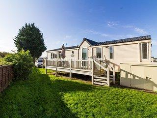 Luxury 6 berth caravan to hire at Heacham holiday park in Norfolk ref 21056C