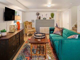 Intimate getaway w/ a full kitchen & grassy yard - close to marinas & beaches