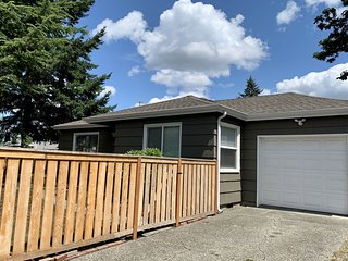 Updated home w/ a full kitchen & enclosed yard - close to freeway & PLU