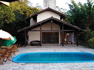 Casa 5q 2 suítes 12 pessoas piscina vista incrível