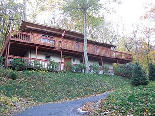 Cozy Mountain Home with Wrap-Around Deck. Hot Tub outside. Close to amenities