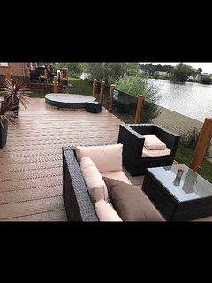TATTERSHALL LAKES BEAUTIFUL LAKESIDE LODGE WITH HOT TUB AND FISHING PEG